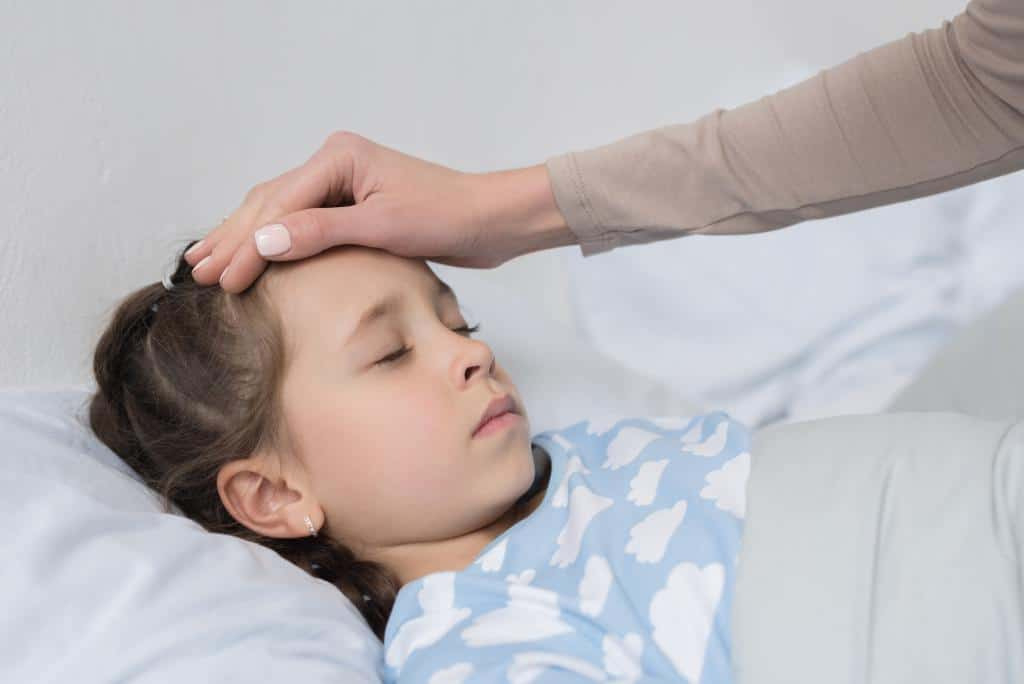 what to do when your child has a fever, remedies for fevers in infants, when to give medicine, tips, symptoms, when you should worry